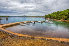 Vista de las aguas de la calma y colorido, islas de Kornati, Dalmacia, Croacia, mar de /Mediterranean fotos de archivo