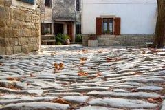 Vista de las calles medievales del guijarro Foto de archivo libre de regalías
