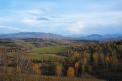 Vista de las colinas del otoño imagen de archivo