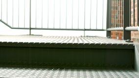 Vista de las escaleras vacías del metal metrajes
