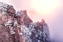 Vista de las formaciones de roca fotografía de archivo libre de regalías