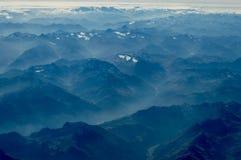 Vista de las gamas de montañas de los múltiplos fotografía de archivo libre de regalías
