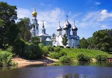 Vista de las iglesias del río de Vologda Foto de archivo libre de regalías