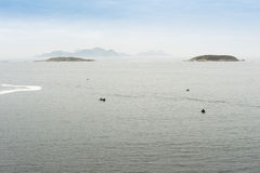 Vista de las islas de Cies de la costa Imagen de archivo