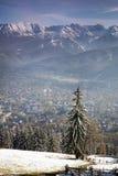 Vista de las montañas y de Zakopane de Tatra Fotografía de archivo