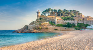 Vista de las paredes fortificadas de Vila Vella de Tossa de Mar franco fotos de archivo libres de regalías