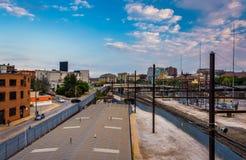 Vista de las pistas de ferrocarril en Baltimore, Maryland Foto de archivo libre de regalías