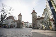 Vista de las puertas de Viru, Tallinn, Estonia, Europa Foto de archivo