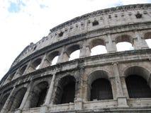 Vista de las ruinas antiguas del coliseo de Roma Fotografía de archivo libre de regalías