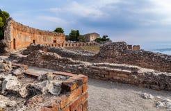 Vista de las ruinas griego-romanas antiguas del teatro Imagen de archivo