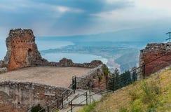 Vista de las ruinas griego-romanas antiguas del teatro Foto de archivo libre de regalías