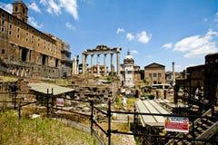 Vista de las ruinas romanas del foro Imagen de archivo libre de regalías