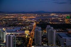 Vista de Las Vegas de la torre de la estratosfera en la noche imágenes de archivo libres de regalías