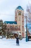 Vista de Le Tao Clock Tower em Otaru, Hokkaido, Japão em um brilhante imagem de stock