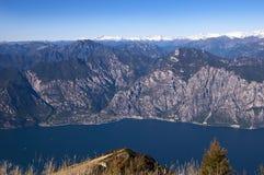 Vista de Limone desde arriba de Monte Baldo Fotografía de archivo