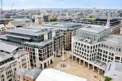 Vista de Londres de cima de Quadrado do Pai Nosso visto da catedral de St Paul fotografia de stock