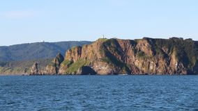 Vista de los acantilados costeros de la península de Kamchatka foto de archivo
