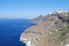Vista de los acantilados de Fira y de Imerovigli Santorin Foto de archivo