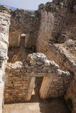 Vista de los baños públicos de AR de los cuartos interiores en Aptera, Creta Imágenes de archivo libres de regalías