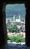 Vista de los castillos de Bellinzona en Suiza Imagen de archivo