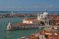 Vista de los di Santa Maria de la basílica en Venecia, Italia imágenes de archivo libres de regalías