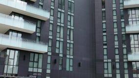 Vista de los edificios de la arquitectura en el distrito de Porta Nuova, Milán, Italia almacen de metraje de vídeo