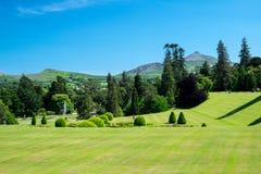 Vista de los jardines de Powerscourt imagen de archivo