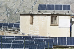 Vista de los paneles solares en las montañas de Madonie Foto de archivo libre de regalías
