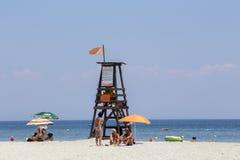 Vista de los parasoles en la playa de Katerini en Grecia Imagen de archivo