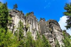 Vista de los pilares de la piedra arenisca Ciudad de la roca de Teplice-Adrspach Ciudad rocosa en Adrspach - reserva de naturalez Imágenes de archivo libres de regalías