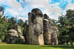 Vista de los pilares de la piedra arenisca Ciudad de la roca de Teplice-Adrspach Ciudad rocosa en Adrspach - reserva de naturalez Fotos de archivo