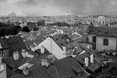 Vista de los tejados en Mala Strana, Praga fotos de archivo