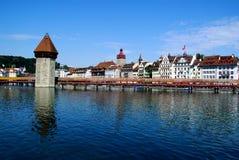 Vista de Lucerne e do Kapellbrücke Fotografia de Stock Royalty Free