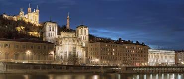 Vista de Lyon sobre el río Saone en la noche foto de archivo libre de regalías