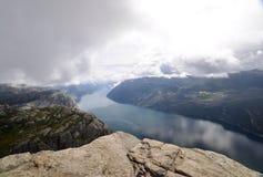 Vista de Lysefjord de la roca del púlpito, Noruega Imagenes de archivo