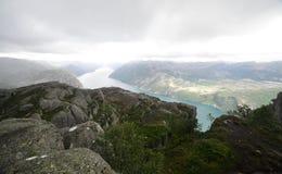 Vista de Lysefjord de la roca del púlpito, Noruega Fotos de archivo