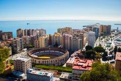 Vista de Málaga con la plaza de Torros y el puerto foto de archivo