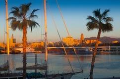 Vista de Málaga del puerto por mañana Imagenes de archivo