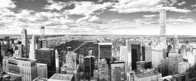 Vista de Manhattan da plataforma de observação do ` s do arranha-céus Yo novo fotografia de stock royalty free