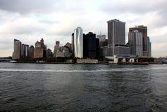 Vista de Manhattan de un transbordador de la isla de Staten Imagen de archivo