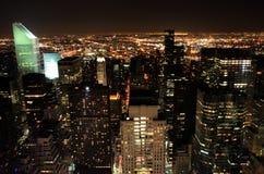Vista de Manhattan en la noche Imágenes de archivo libres de regalías