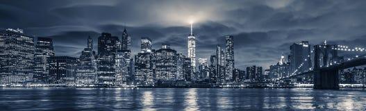Vista de Manhattan en la noche fotografía de archivo