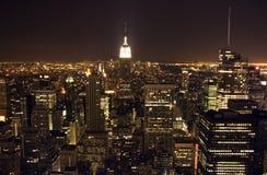 Vista de Manhattan en la noche Foto de archivo libre de regalías