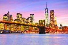 Vista de Manhattan en la oscuridad imágenes de archivo libres de regalías