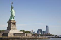 Vista de Manhattan y de la estatua de la libertad Fotografía de archivo