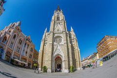 Vista de Mary Church e das construções velhas Novi triste, Serbia Fotos de Stock