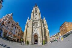 Vista de Mary Church y de los edificios viejos Novi triste, Serbia Fotos de archivo