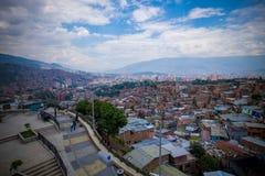 Vista de Medellin da vizinhança de Comuna 13 foto de stock royalty free