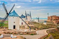 Vista de molinoes de viento en Consuegra, España Fotos de archivo