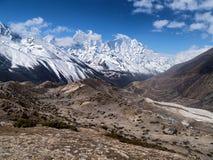 Vista de montañas Himalayan cerca de Pheriche Fotos de archivo